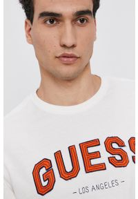 Guess - T-shirt bawełniany. Okazja: na co dzień. Kolor: beżowy. Materiał: bawełna. Wzór: aplikacja. Styl: casual