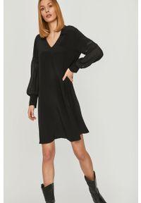 Czarna sukienka Answear Lab wakacyjna, na co dzień, mini, prosta