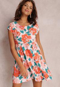 Renee - Różowa Sukienka Predikel. Kolor: różowy. Materiał: materiał. Długość rękawa: krótki rękaw. Wzór: gładki, paski, kwiaty, aplikacja, kolorowy. Długość: mini