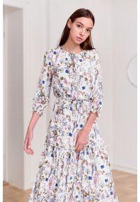 Marie Zélie - Sukienka Cecilia Aurantia kremowa. Kolor: kremowy. Materiał: materiał, skóra, wiskoza, bawełna, poliester, tkanina. Wzór: napisy, aplikacja