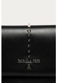 Czarna kopertówka Patrizia Pepe z aplikacjami, z aplikacjami, klasyczna, skórzana