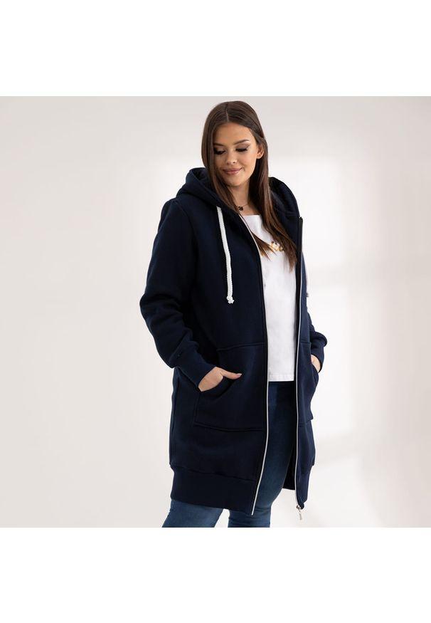 Moda Size Plus Iwanek - Granatowa bluza Halina XXL OVERSIZE WIOSNA. Kolor: niebieski. Materiał: dresówka, dzianina, poliester, bawełna. Długość: krótkie. Sezon: wiosna
