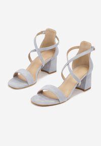 Renee - Niebieskie Sandały Pethisha. Okazja: na wesele, na ślub cywilny. Nosek buta: otwarty. Kolor: niebieski. Obcas: na słupku
