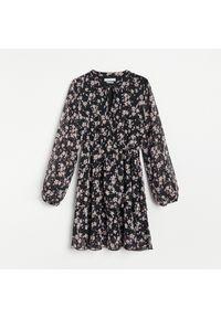Czarna sukienka Reserved mini, w kwiaty