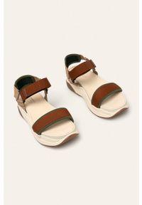 Brązowe sandały vagabond na średnim obcasie, na obcasie