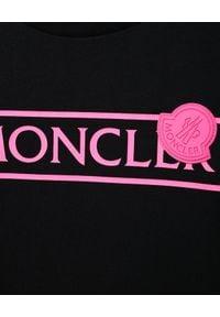 MONCLER KIDS - Czarna koszulka z nadrukiem 6-14 lat. Kolor: czarny. Materiał: bawełna. Wzór: nadruk. Sezon: lato