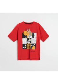 Reserved - T-shirt Kosmiczny Mecz - Czerwony. Kolor: czerwony