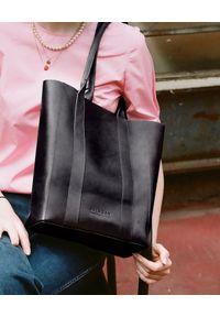 BALAGAN - Czarna torebka SAL TOTE PION. Kolor: czarny. Styl: casual