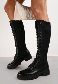 Renee - Czarne Kozaki Phenitrite. Wysokość cholewki: przed kolano. Nosek buta: okrągły. Zapięcie: sznurówki. Kolor: czarny. Materiał: materiał, prążkowany. Szerokość cholewki: normalna. Styl: klasyczny