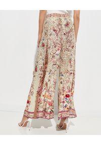 Camilla - CAMILLA - Jedwabne spodnie z wiązaniem. Stan: podwyższony. Kolor: beżowy. Materiał: jedwab. Wzór: motyw zwierzęcy, nadruk