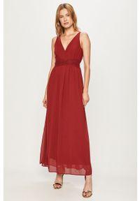 Czerwona sukienka Vero Moda na ramiączkach, maxi