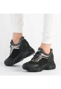 Navy dot - Czarne sneakersy damskie NAVY DOT 56002. Kolor: czarny. Materiał: zamsz, skóra