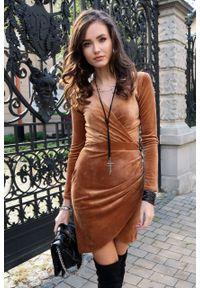 e-margeritka - Sukienka kopertowa ołówkowa mini z weluru - 36. Okazja: na imprezę. Materiał: welur. Typ sukienki: kopertowe, ołówkowe. Styl: elegancki. Długość: mini