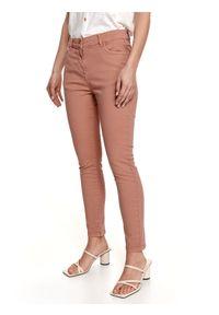 TOP SECRET - Spodnie jeansowe skinny. Kolor: różowy. Materiał: jeans. Sezon: lato. Styl: elegancki