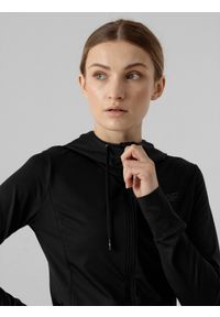 4f - Bluza treningowa rozpinana z kapturem damska. Okazja: na co dzień. Typ kołnierza: kaptur. Kolor: czarny. Materiał: dzianina, materiał. Styl: casual