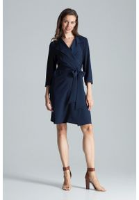 e-margeritka - Sukienka kopertowa elegancka granatowa - xl. Okazja: do pracy, na imprezę. Kolor: niebieski. Materiał: poliester, materiał, elastan. Typ sukienki: kopertowe. Styl: elegancki. Długość: midi