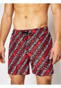 Calvin Klein Swimwear Szorty kąpielowe Medium Drawstring KM0KM00550 Czerwony Regular Fit. Kolor: czerwony