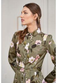 Marie Zélie - Sukienka Colette Penumbra oliwkowa. Kolor: oliwkowy. Materiał: wiskoza, skóra, materiał. Długość rękawa: długi rękaw. Wzór: gładki. Typ sukienki: szmizjerki. Styl: elegancki. Długość: midi