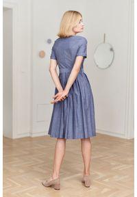 Marie Zélie - Sukienka Elina granatowa oxford. Kolor: niebieski. Materiał: bawełna, materiał. Długość rękawa: krótki rękaw. Typ sukienki: rozkloszowane. Styl: klasyczny