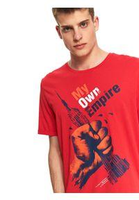 Czerwony t-shirt TOP SECRET z nadrukiem