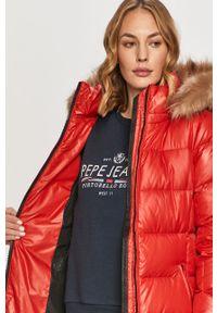 Czerwona kurtka Calvin Klein casualowa, z kapturem, na co dzień