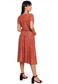 BE - Rozkloszowana sukienka w panterkę wiązana w talii. Materiał: dzianina, elastan, bawełna. Wzór: motyw zwierzęcy