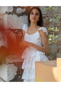 Biała sukienka rozkloszowana, midi, na wiosnę, boho