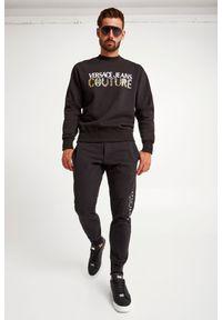 Versace Jeans Couture - BLUZA VERSACE JEANS COUTURE. Materiał: bawełna. Długość rękawa: długi rękaw. Długość: długie. Wzór: napisy, kolorowy