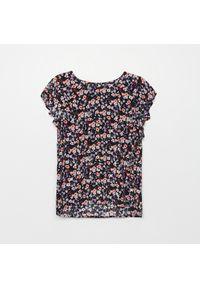 Cropp - Bluzka z kwiatowym motywem - Fioletowy. Kolor: fioletowy. Wzór: kwiaty