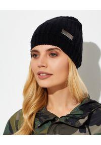 Jimmy Choo - JIMMY CHOO - Kaszmirowa czarna czapka z logo. Kolor: czarny. Materiał: kaszmir. Sezon: jesień, zima