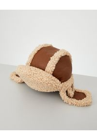 RUSLAN BAGINSKIY - Brązowa czapka z kożuchem. Kolor: brązowy. Wzór: aplikacja