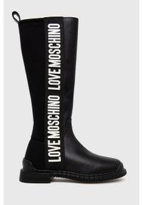 Love Moschino - Kozaki. Nosek buta: okrągły. Kolor: czarny. Materiał: guma. Szerokość cholewki: normalna. Obcas: na obcasie. Wysokość obcasa: niski