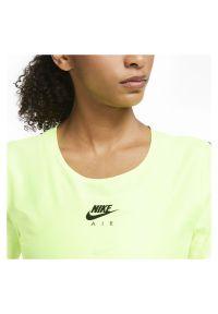 Koszulka damska do biegania Nike Air CU3058. Materiał: tkanina, skóra, materiał, poliester. Długość rękawa: krótki rękaw. Technologia: Dri-Fit (Nike). Długość: krótkie. Wzór: nadruk. Sport: bieganie