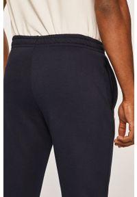 Lacoste - Spodnie XH9507. Kolor: niebieski. Materiał: materiał, bawełna, dzianina, poliester, elastan. Wzór: gładki #4
