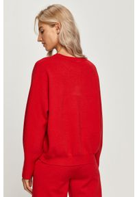 Czerwony sweter Guess Jeans długi, z okrągłym kołnierzem, z długim rękawem