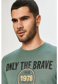 Zielony t-shirt Diesel na co dzień, casualowy, z nadrukiem