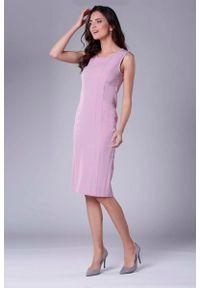 Nommo - Jasnoróżowa Szykowna Sukienka Ołówkowa bez Rękawów. Kolor: różowy. Materiał: wiskoza, poliester. Długość rękawa: bez rękawów. Typ sukienki: ołówkowe. Styl: elegancki