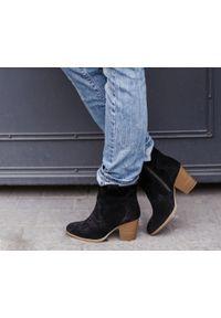Zapato - botki kowbojki na obcasie - skóra naturalna - model 471 - kolor czarny welur. Kolor: czarny. Materiał: welur, skóra. Obcas: na obcasie. Wysokość obcasa: średni