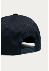 Niebieska czapka z daszkiem adidas Performance z nadrukiem