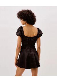 For Love & Lemons - FOR LOVE & LEMONS - Czarna sukienka Chantalle. Typ kołnierza: kokarda. Kolor: czarny. Materiał: koronka. Typ sukienki: rozkloszowane. Długość: mini