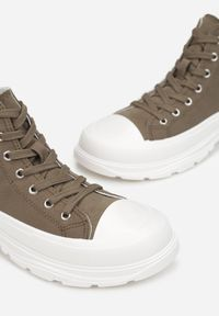 Renee - Oliwkowe Trampki Kodro. Wysokość cholewki: przed kolano. Nosek buta: okrągły. Kolor: zielony. Materiał: jeans, materiał, guma. Szerokość cholewki: normalna. Wzór: jednolity. Obcas: na obcasie. Wysokość obcasa: średni #3