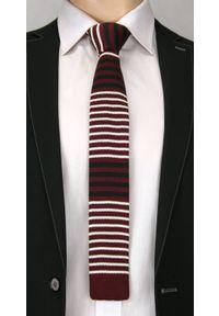 Dziergany Krawat Męski Knit w Cienkie Białe Pasy -5,5cm- Chattier, Bordowy. Kolor: czerwony. Materiał: poliester. Wzór: prążki, paski. Styl: sportowy