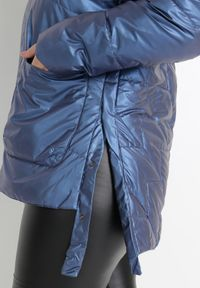 Born2be - Niebieska Kurtka Yorialle. Kolor: niebieski. Materiał: tkanina. Długość: długie. Wzór: aplikacja