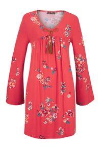 Sukienka shirtowa z nadrukiem, długi rękaw bonprix czerwony sygnałowy. Kolor: czerwony. Materiał: wiskoza, elastan. Długość rękawa: długi rękaw. Wzór: nadruk
