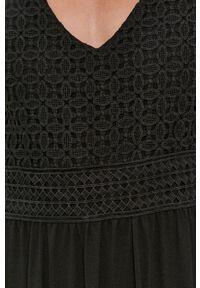 Jacqueline de Yong - Sukienka. Kolor: czarny. Materiał: koronka. Typ sukienki: rozkloszowane