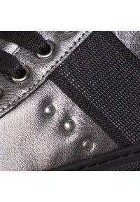 Srebrne półbuty casual Togoshi na płaskiej podeszwie, z cholewką