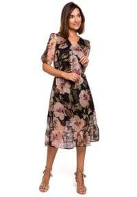 MOE - Zwiewna Szyfonowa Sukienka w Kwiaty z Falbanką - Model 3. Materiał: szyfon. Wzór: kwiaty