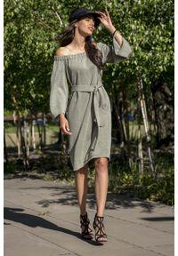 Oliwkowa sukienka Fobya z kołnierzem typu carmen, casualowa
