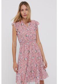 Haily's - Sukienka. Kolor: różowy. Materiał: tkanina. Długość rękawa: krótki rękaw. Typ sukienki: rozkloszowane