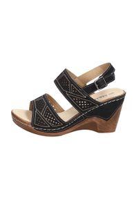 Czarne sandały Sabatina klasyczne, na koturnie